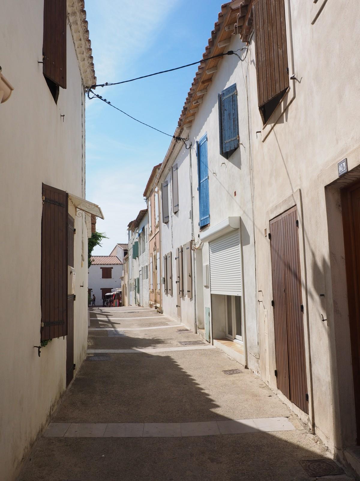 Images gratuites bois route rue antique ville vieux ruelle mur village couleur - Couleur autorisee batiment france ...
