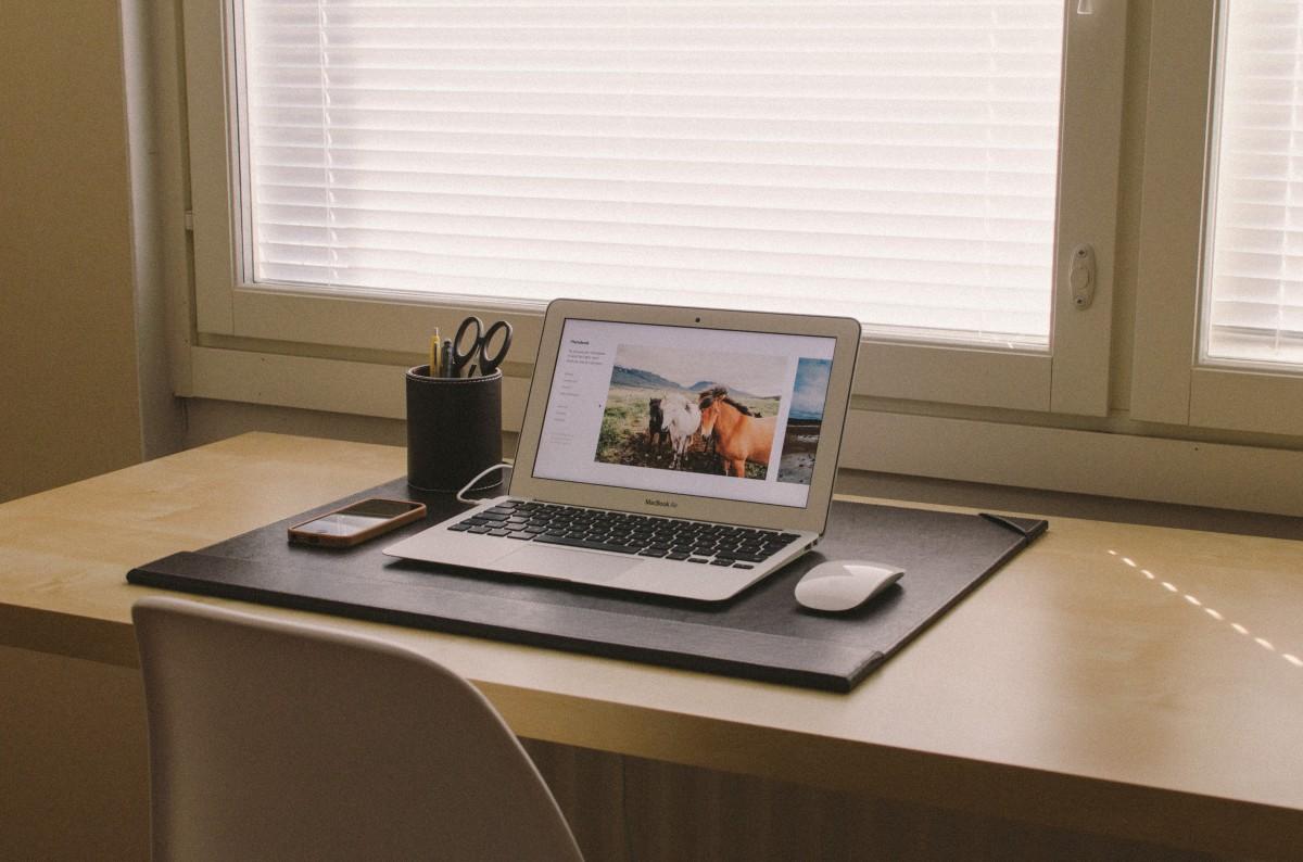 Laptop, Iphone, Desk, Notebook, Smartphone, Screen