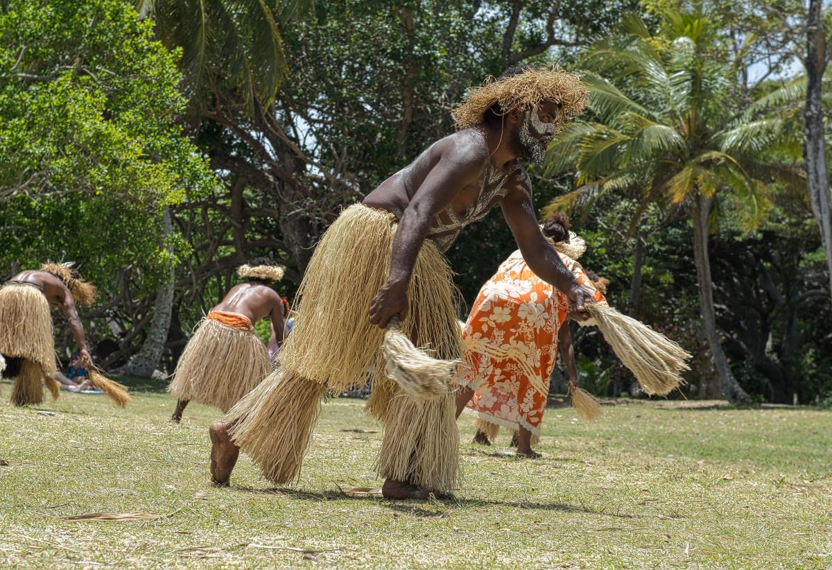 Картинки папуасы танцуют, троица