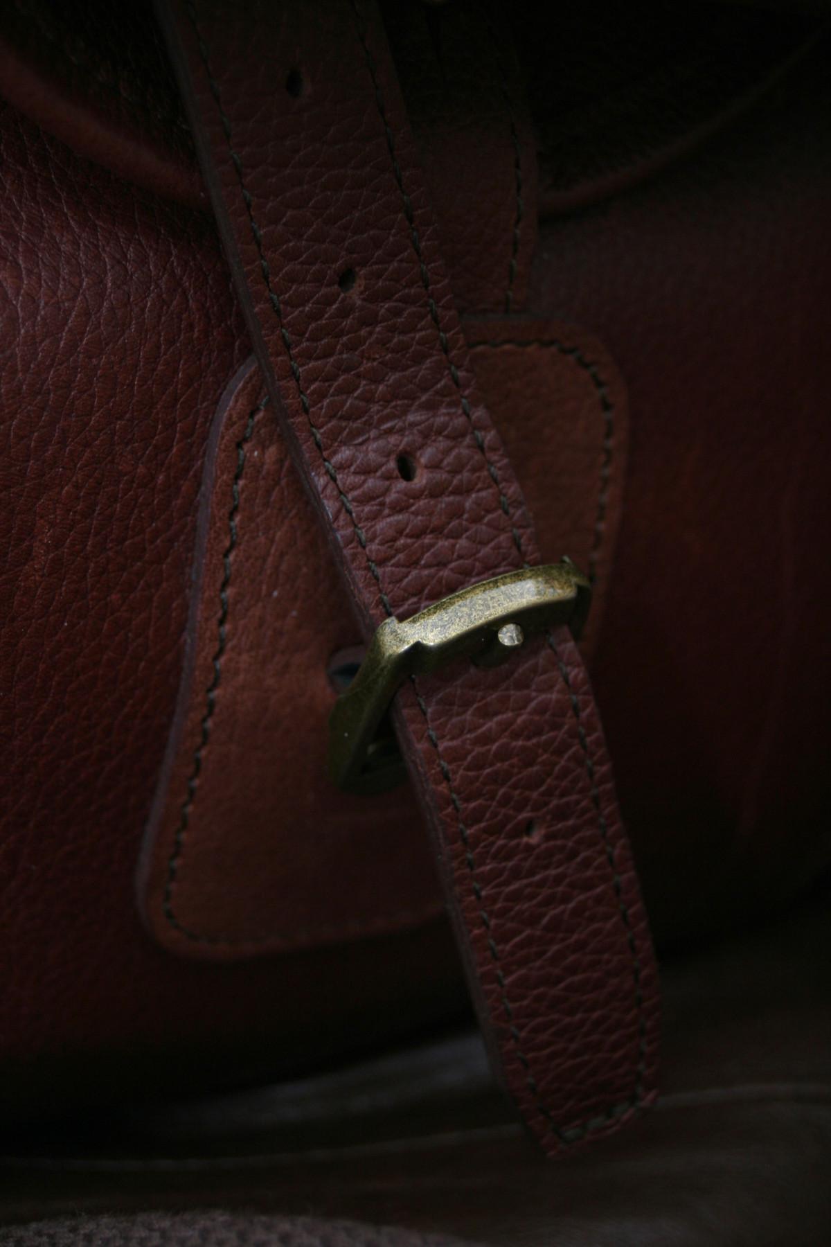 86b05ad39e6 Gratis billeder : sko, læder, rød, Brun, tekstil, kondisko, fodtøj, rem,  spænde 2304x3456