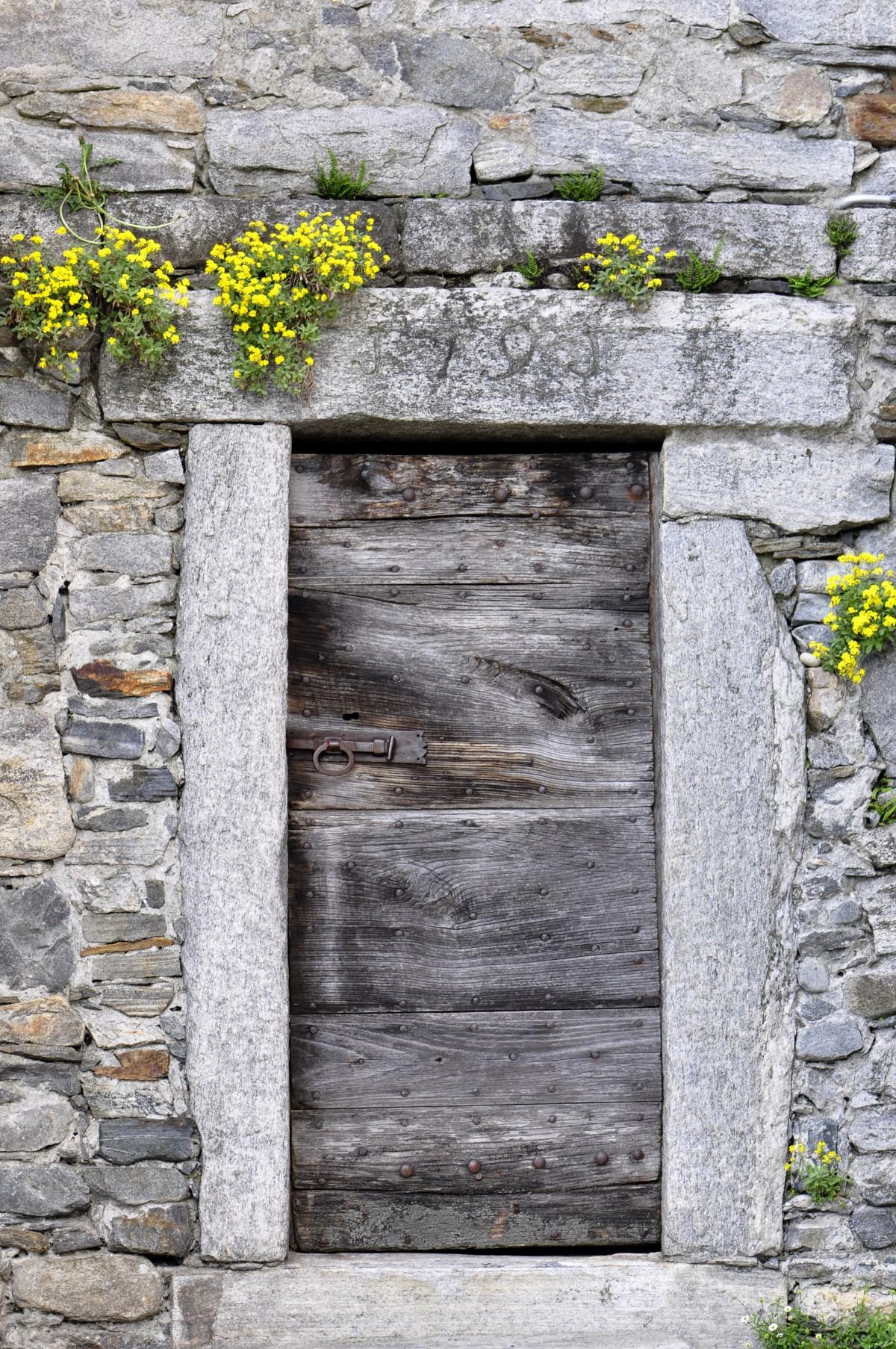 Images gratuites roche bois mur de pierre porte for Porte de ferme ancienne