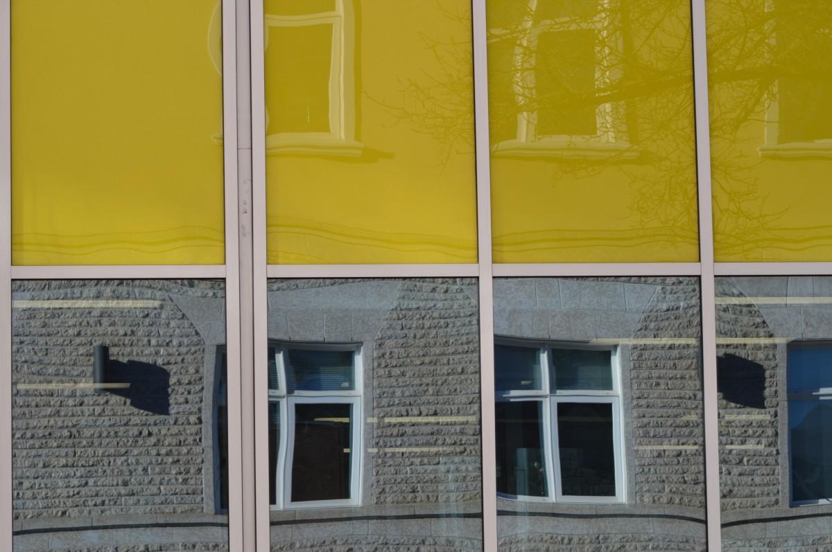 kostenlose foto holz haus fenster zuhause mauer farbe fassade gelb entwurf aussenwand. Black Bedroom Furniture Sets. Home Design Ideas