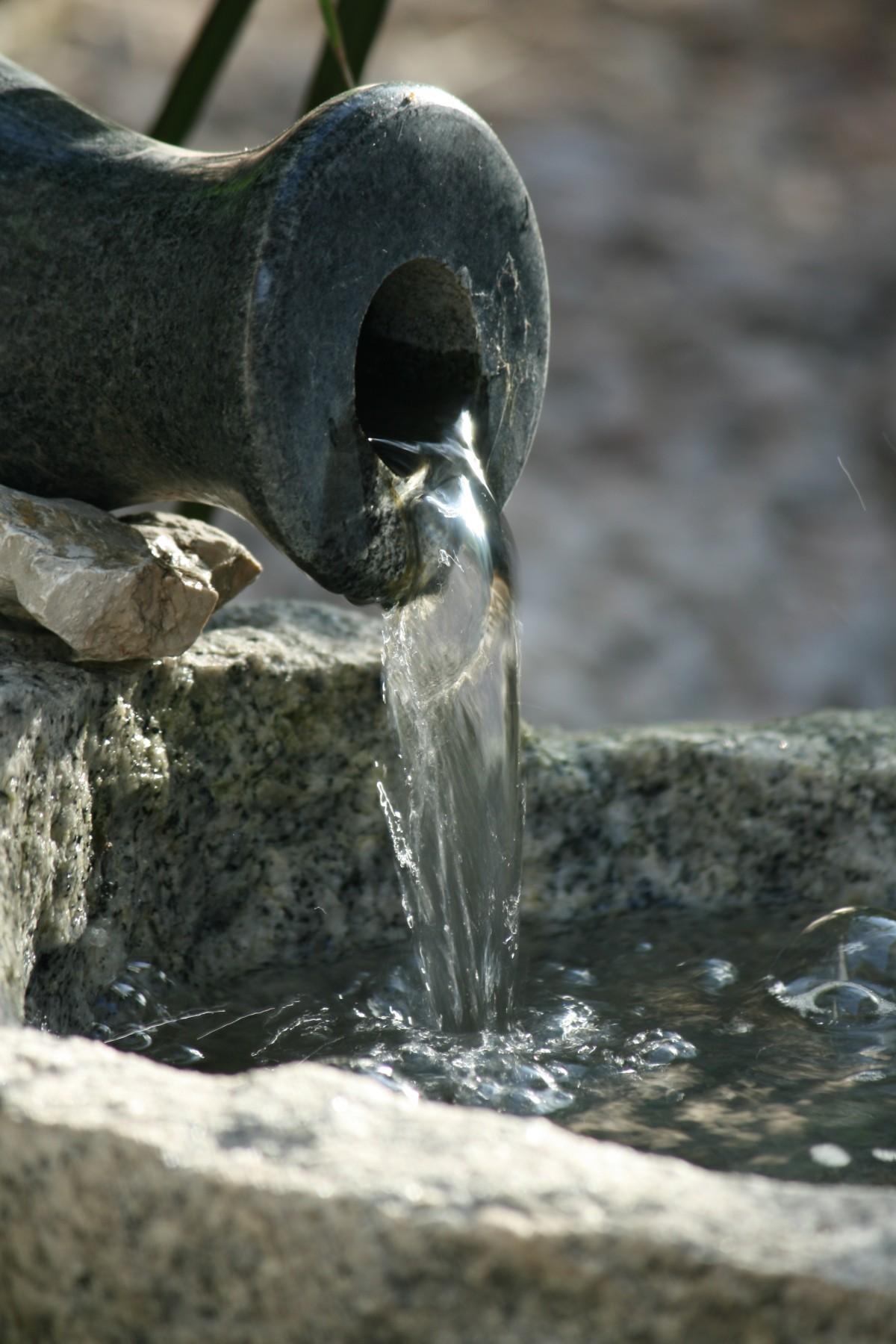 water rock summer wildlife statue material sculpture water feature amphora