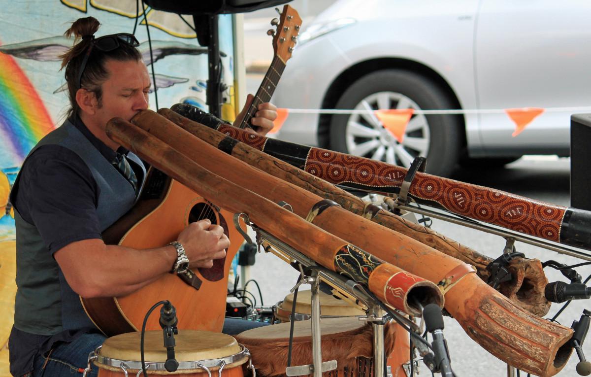la musique instrument arme Australie pistolet Didgeridoo traditionnel Aborigène arme à feu instrument à vent Alleinunterhalter