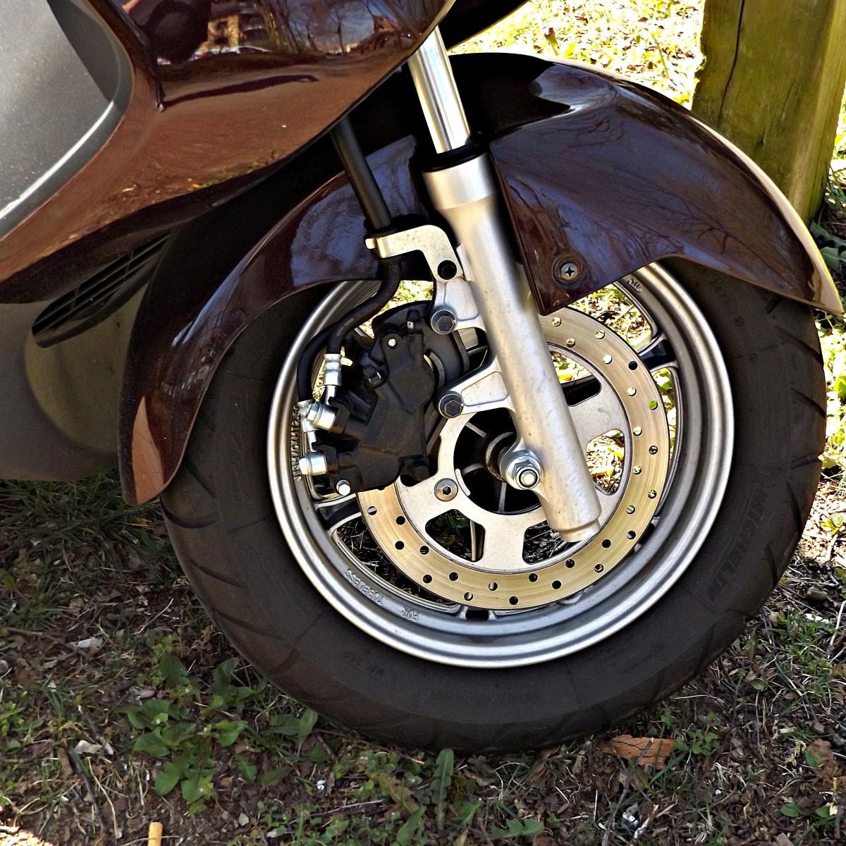 images gratuites voiture roue v hicule parlait frein pneu roues jante harley davidson. Black Bedroom Furniture Sets. Home Design Ideas