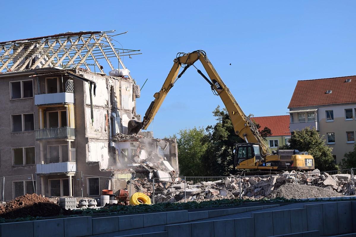 toit bâtiment construction démolition Excavateurs travaux de démolition Construction des décombres