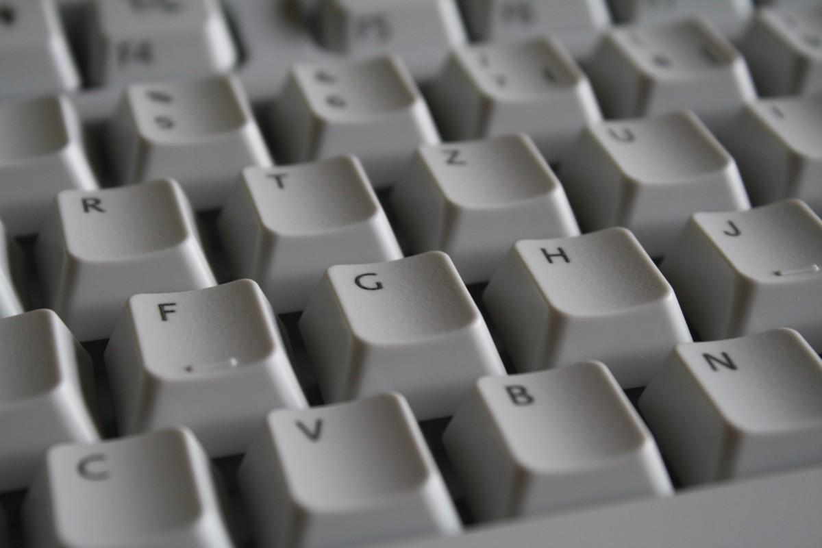 весело безобидно компьютерная клавиатура фото крупным планом буквы работает стойке