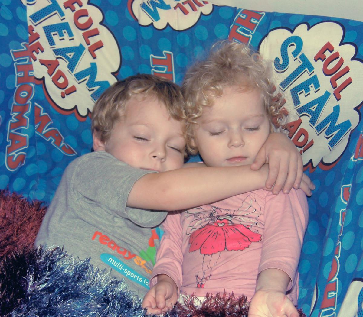 Jumeaux Fille Garçon : Images gratuites gens fille jouer garçon maison