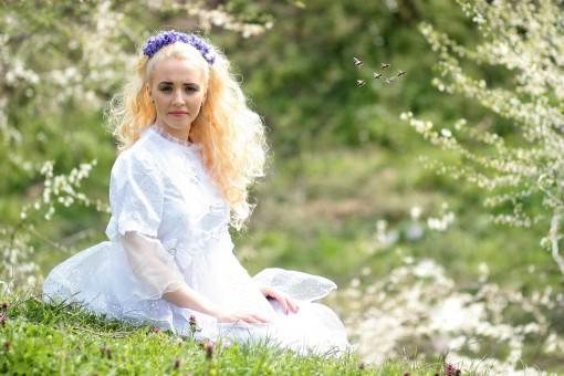 Fotoğraf : çimen, kişi, kız, kadın, çim, fotoğrafçılık