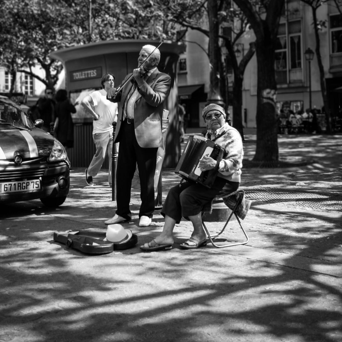Jugando en la calle con el dildo en el ano 3 - 2 8