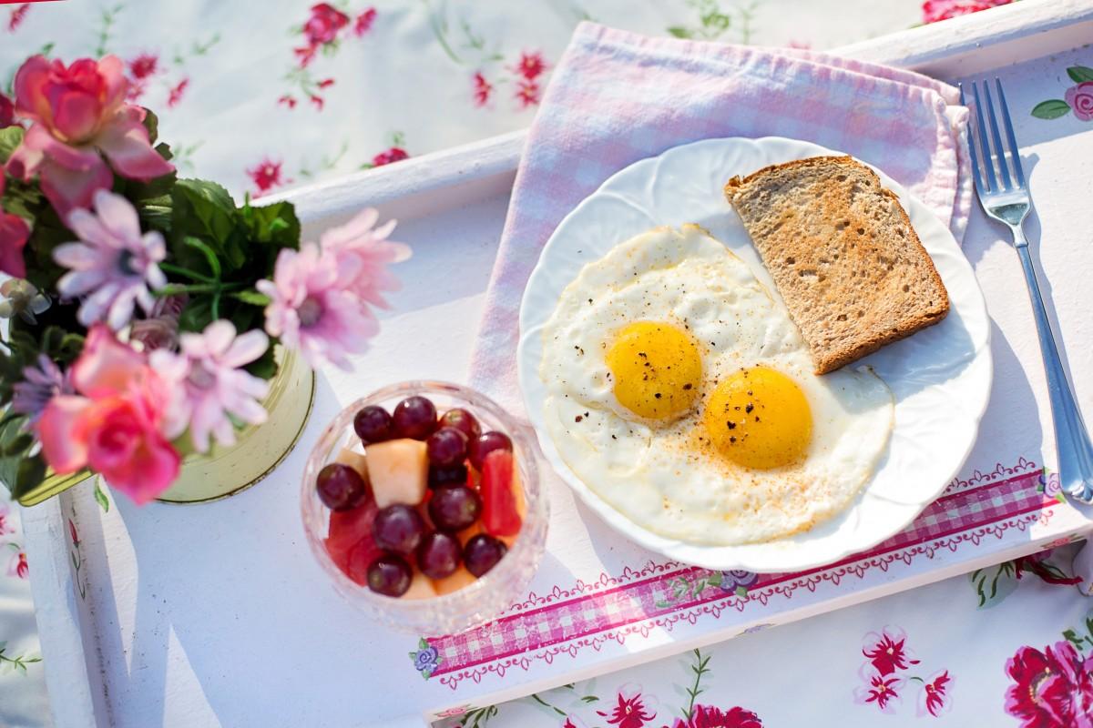 Фото завтрака с цветами