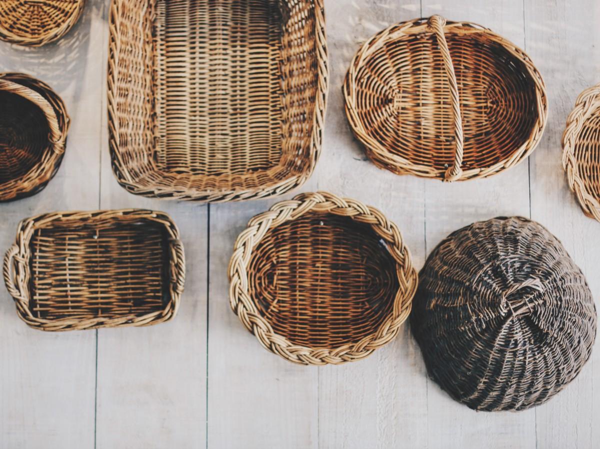 Holz Korb Material Weidenkorb Korbweide Körbe gestalten Gewebt Handwerkskunst Mann machte Objekt Heimzubehör