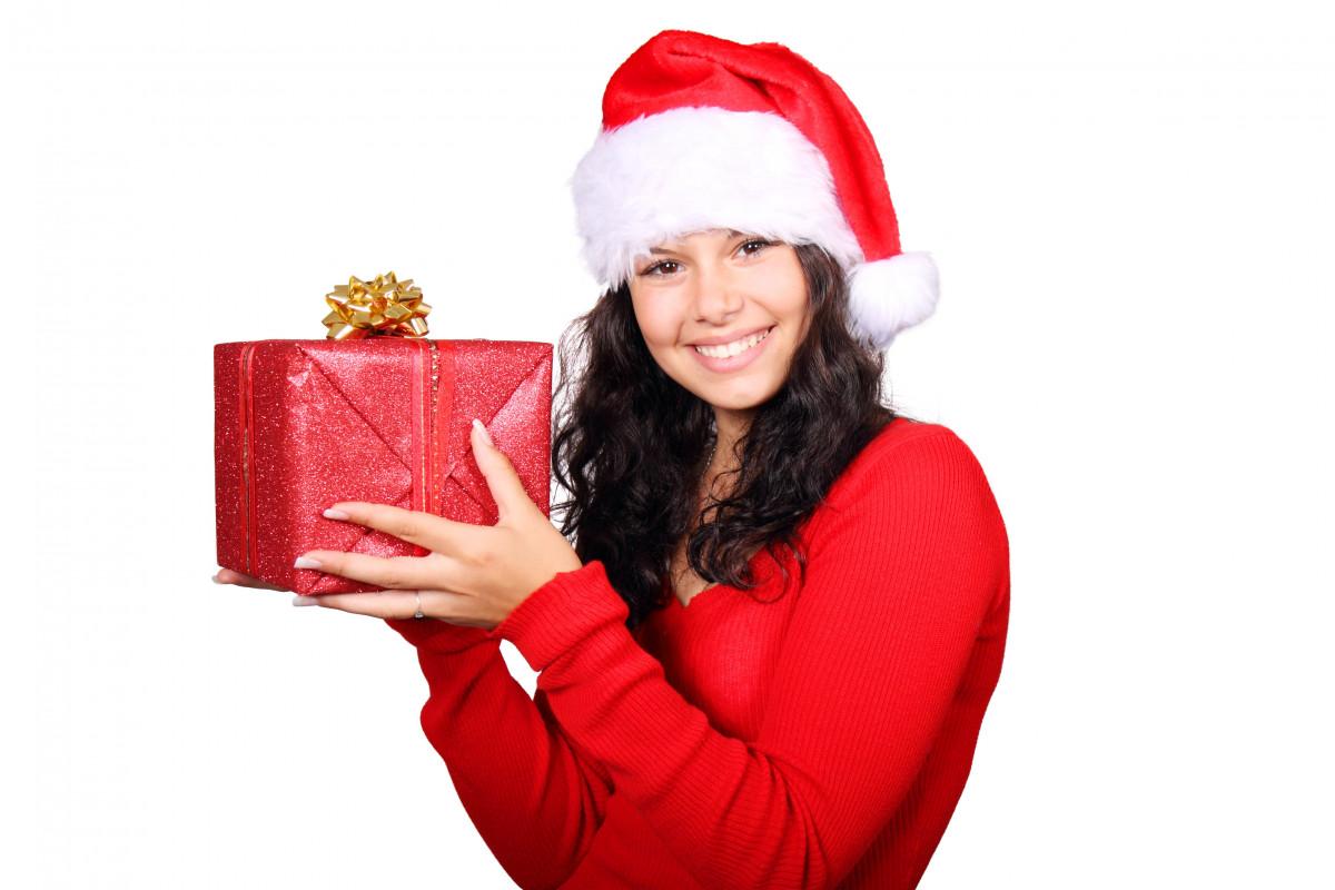 Подарок девушки для детей