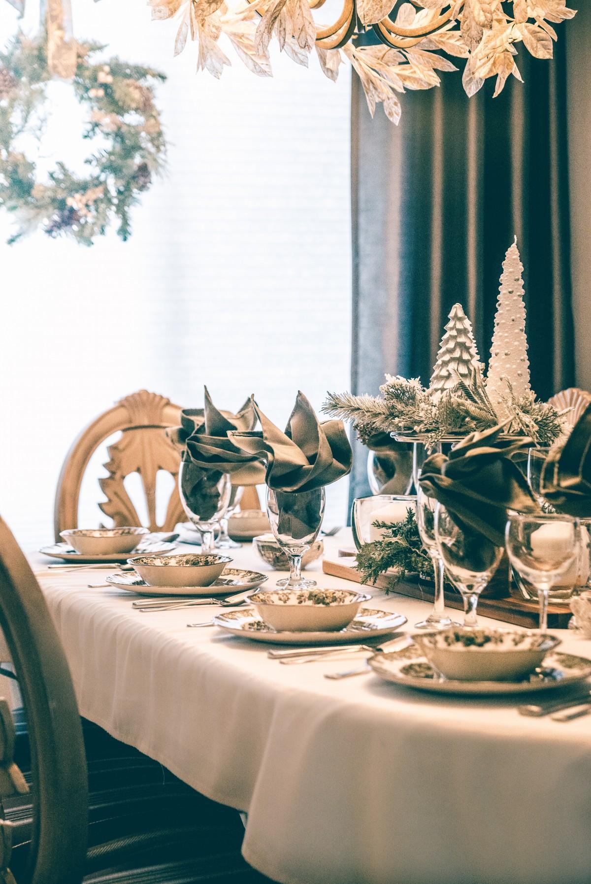 Immagini belle ciotole sedie decorazioni natalizie for Decorazioni da tavolo natalizie