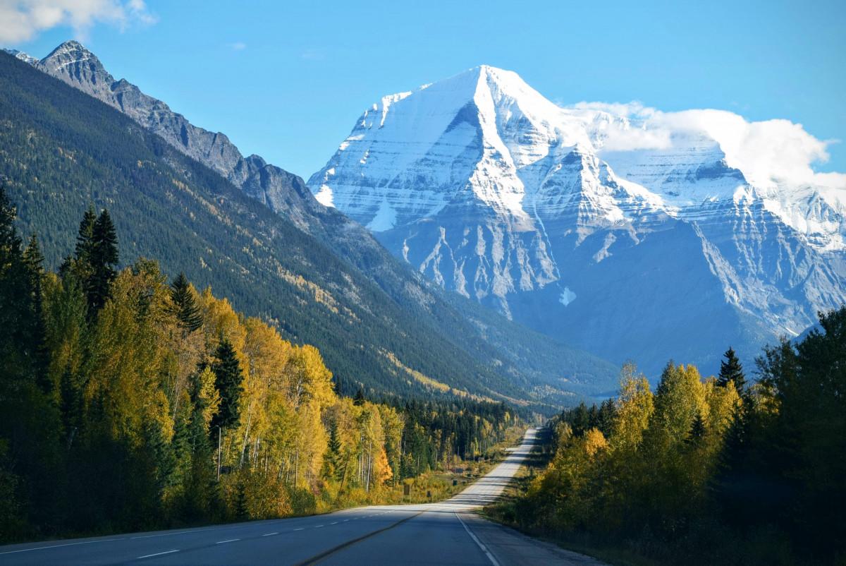Gambar pemandangan jalan lembah Pegunungan  punggung