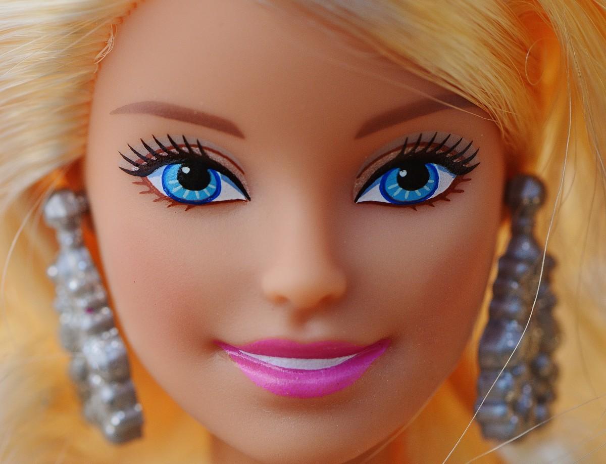 Барби для макияжа играть i