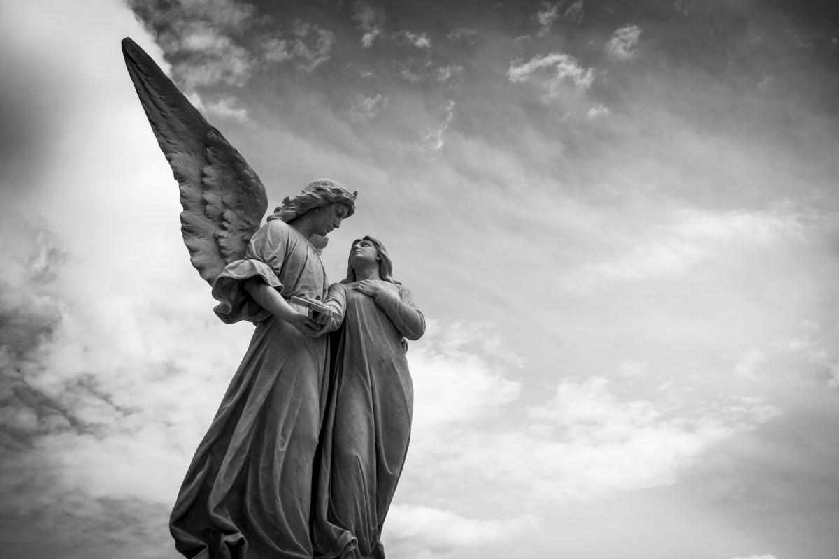 黒と白 記念碑 像 愛 平和 落ち着いた 闇 墓地 黒 モノクロ 彫刻 天使 数字 写真 大理石 モノクロ写真