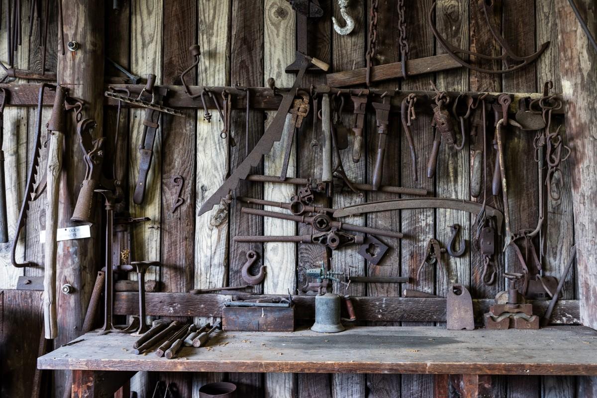 Gratis afbeeldingen hout wijnoogst antiek huis gebouw oud rustiek werkplaats winkel - Interieur oud huis ...