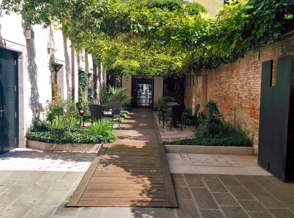 Fotos gratis villa restaurante casa pasarela pueblo for Restaurante casa jardin