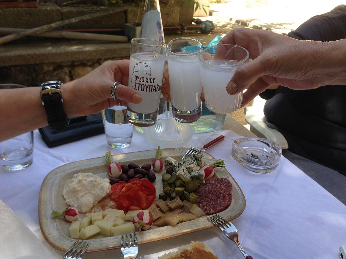 restaurant, plat, repas, aliments, camaraderie, déjeuner, le déjeuner, Grèce, souper, brunch, apéritif, sens, Ouzo, Chios, Boissons avec des amis