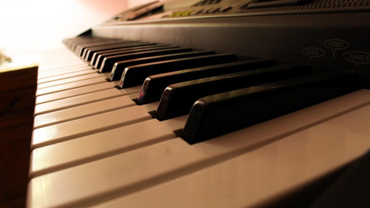 müzik enstrümanı çalmak ile ilgili görsel sonucu