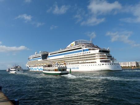 Kostenlose foto meer wasser boot schiff reise for Urlaub ostsee warnemunde