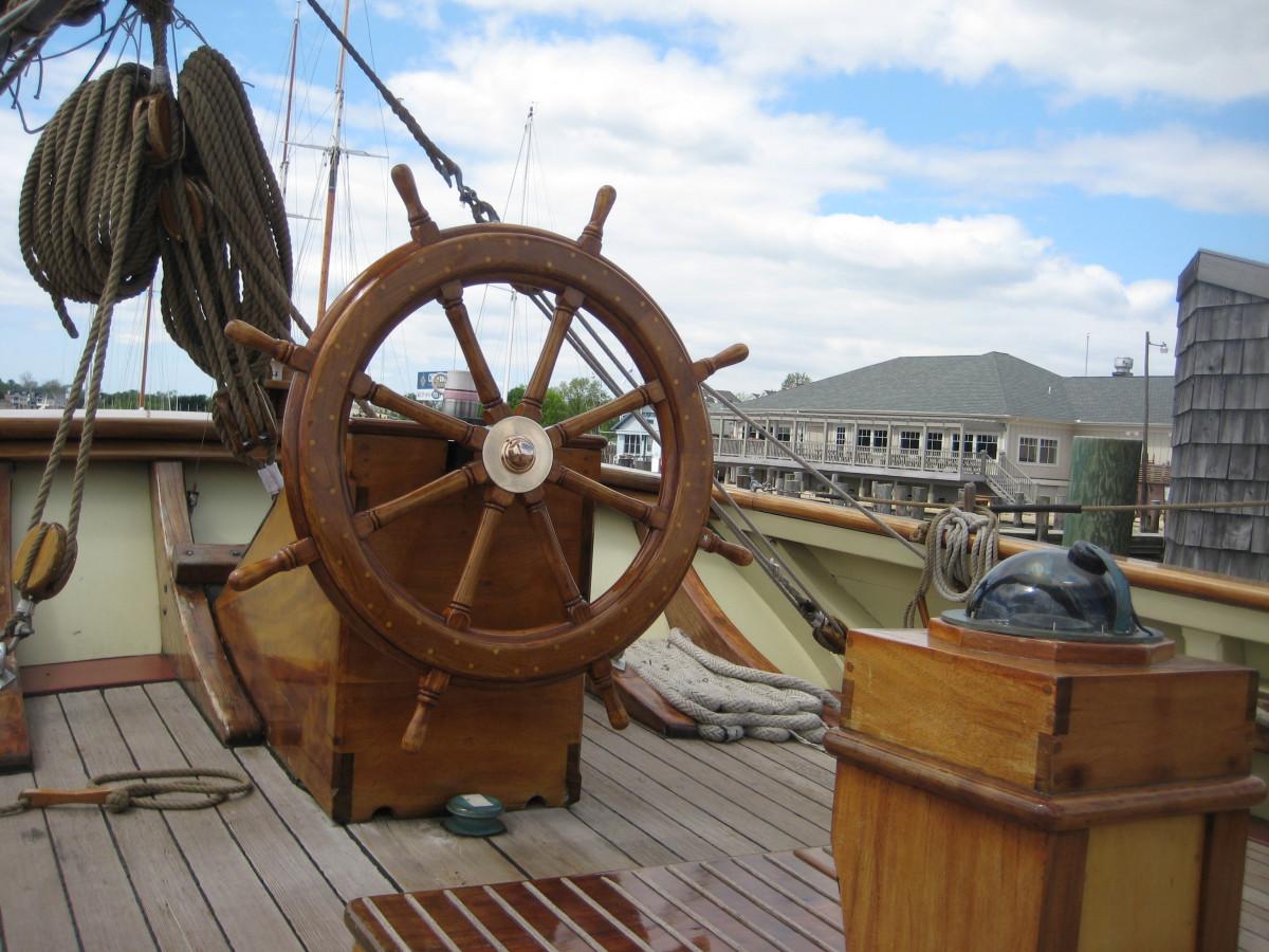 boat_ship_wheel_deck_captain's_area_sky_clouds_nature-1249619.jpg!d