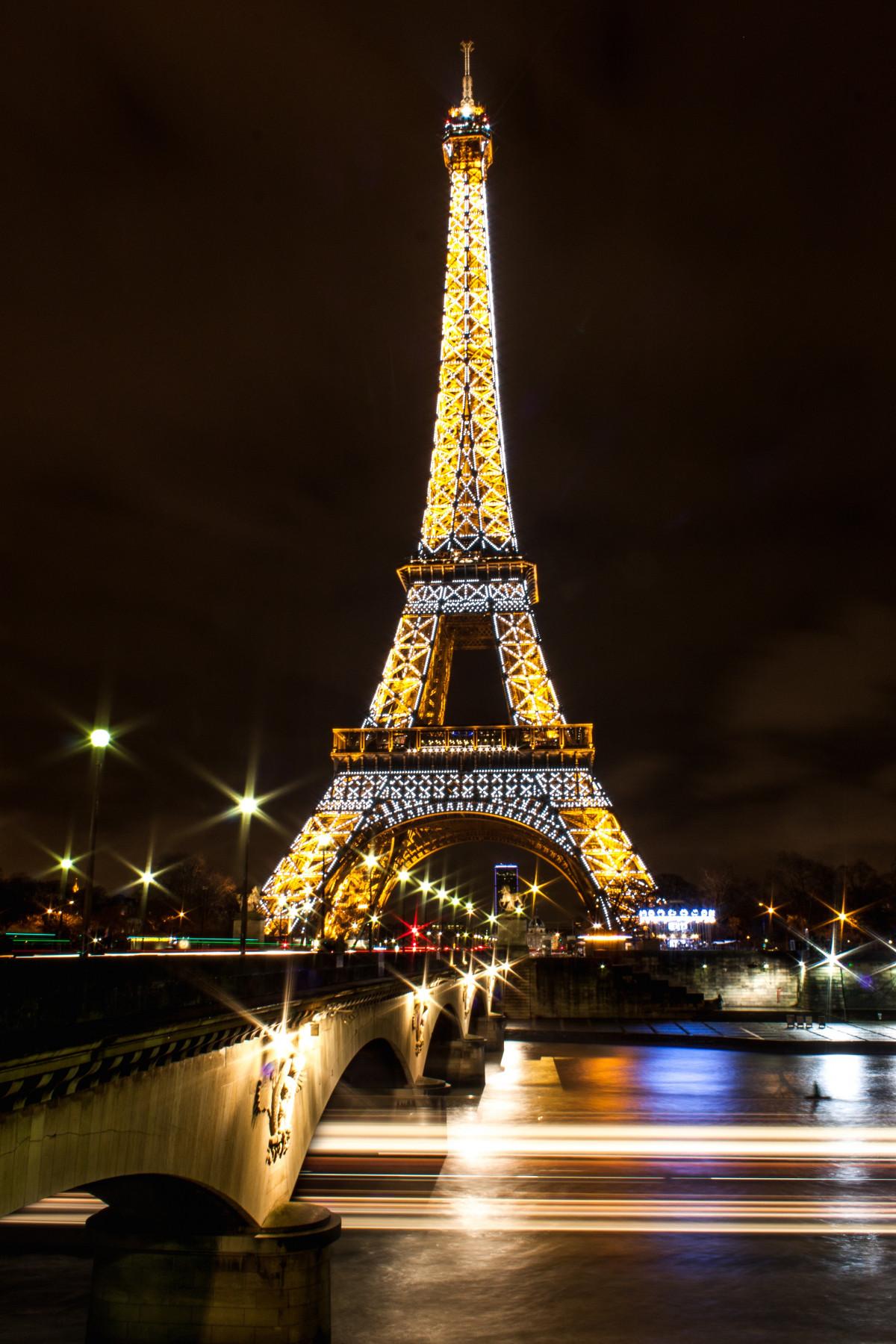 Images gratuites lumi re nuit soir r flexion la tour - Tour eiffel photos gratuites ...