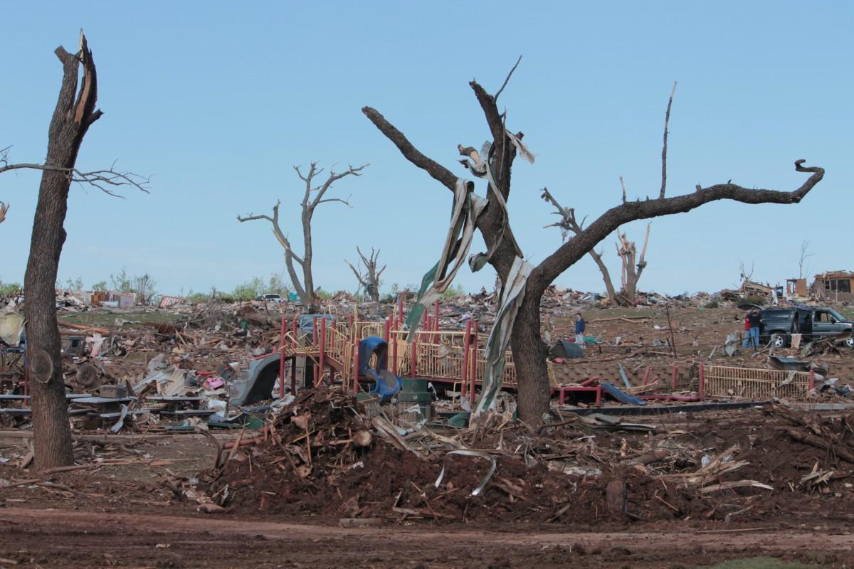 kostenlose foto baum boden ruine kaputt gemacht tornado naturkatastrophe skulptur. Black Bedroom Furniture Sets. Home Design Ideas