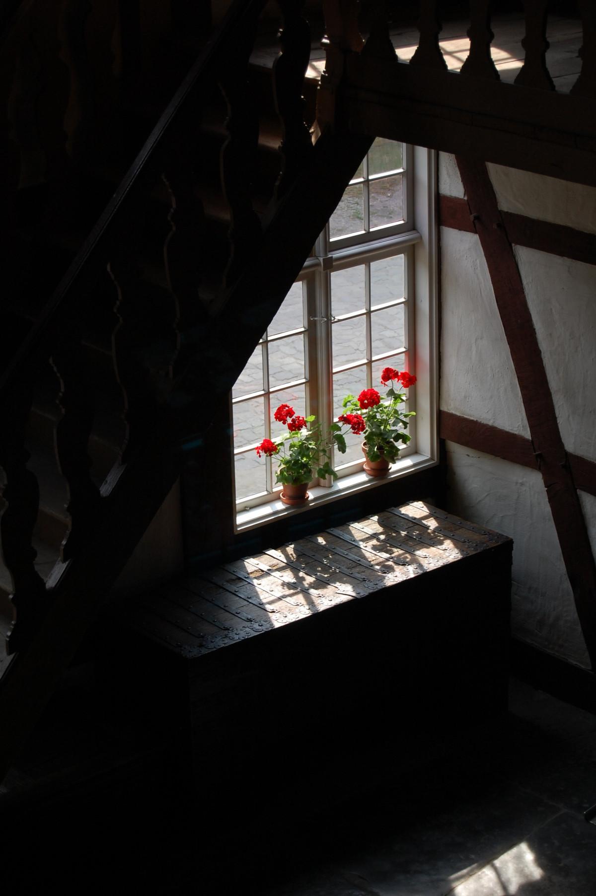 무료 이미지 : 빛, 목재, 집, 창문, 색깔, 그림자, 어둠, 거실, 검은 ...
