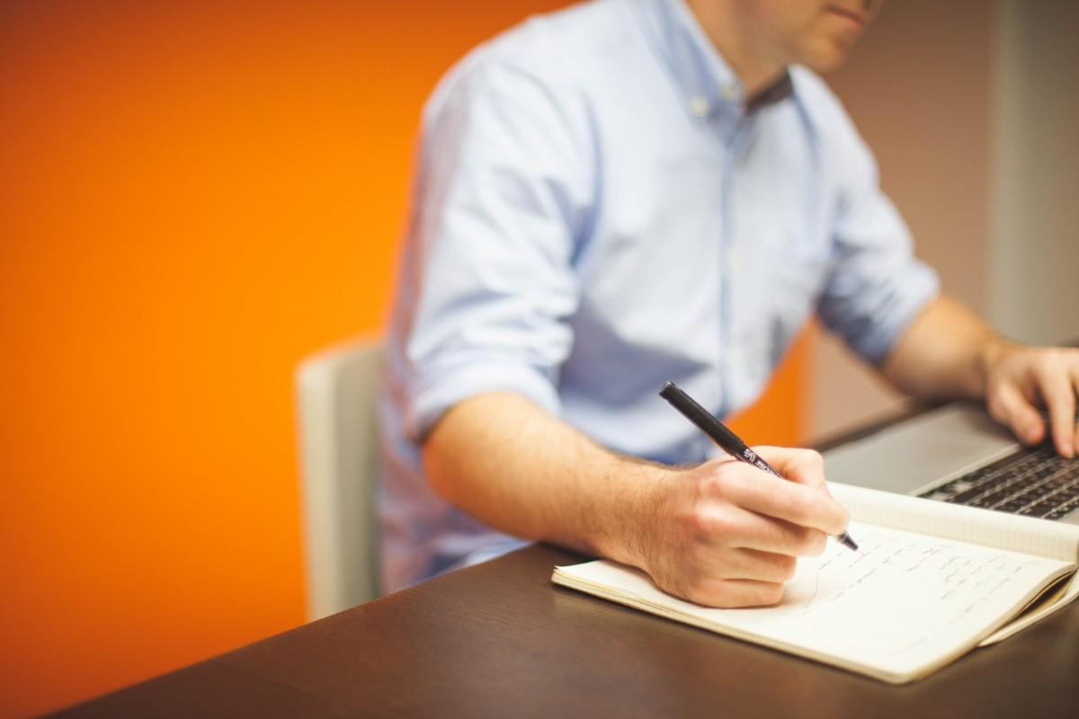 office_startup_business_home_office_businessman_notebook_laptop_computer-764432.jpg!d