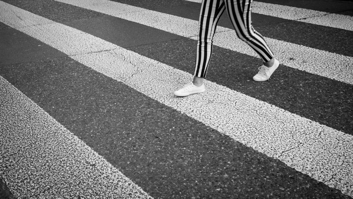 Immagini belle bianco e nero strada bianca for Pavimento bianco e nero