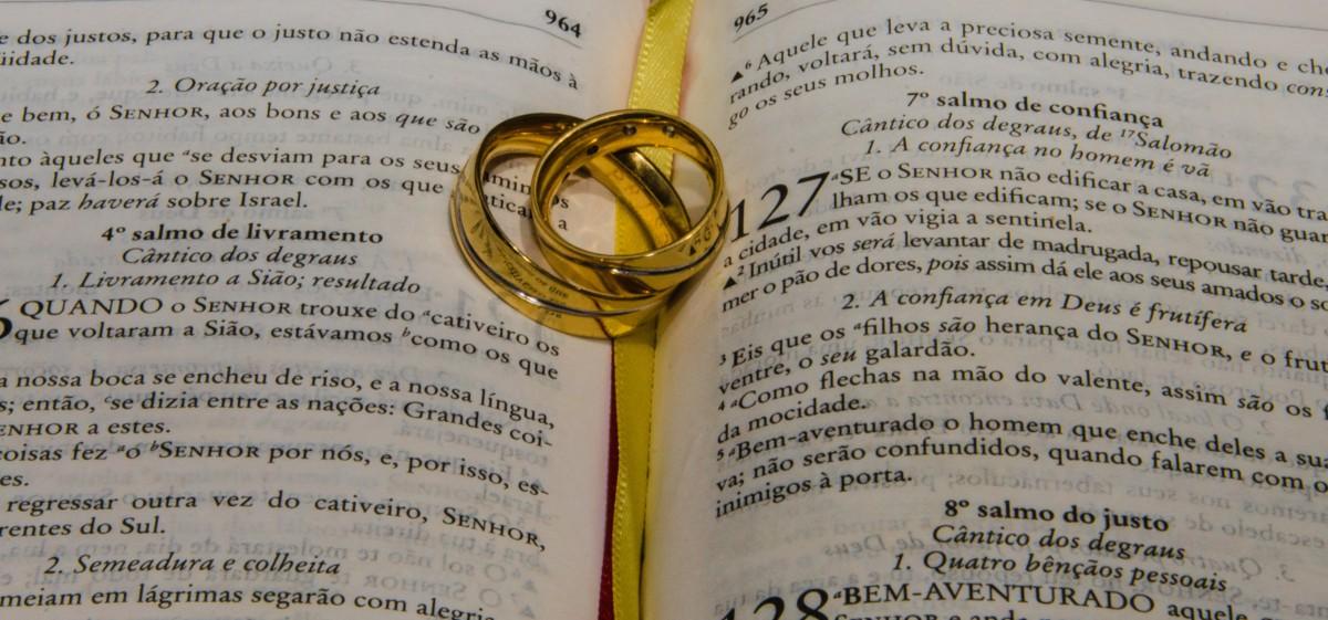 Bendicion Matrimonio Biblia : Fotos gratis amor amarillo matrimonio biblia fuente