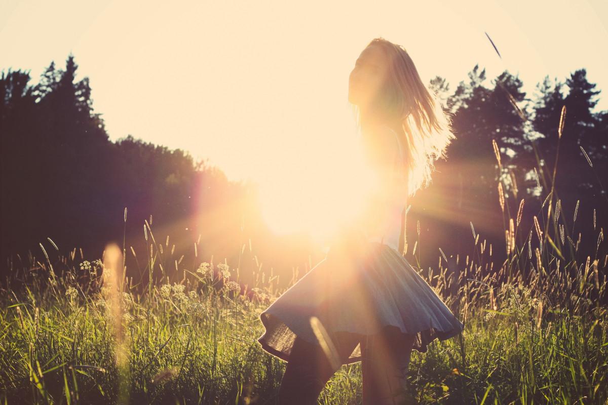 Днем рождения, картинки девушка и солнце