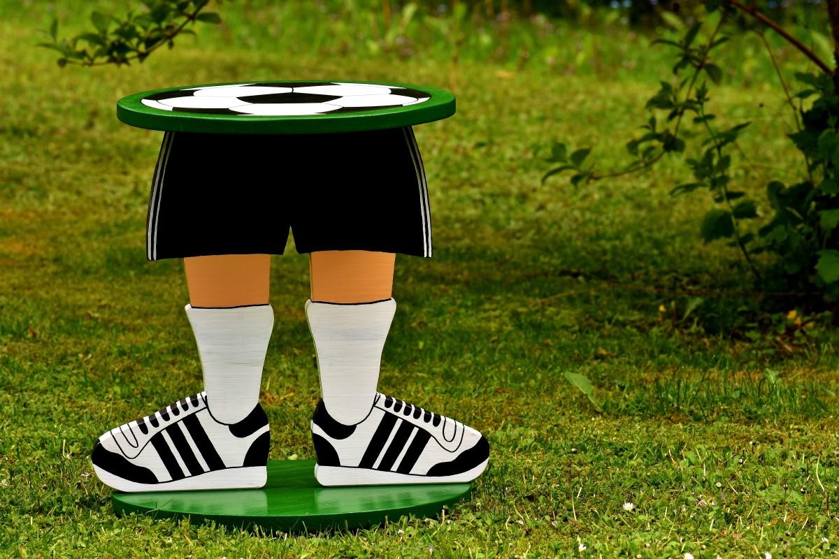 images gratuites herbe cr atif bois vert football clairage fait maison jeux travail. Black Bedroom Furniture Sets. Home Design Ideas