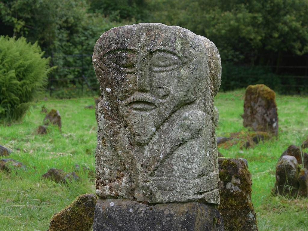 Резьба по камню надгробие памятник из цветного гранита Устюжна