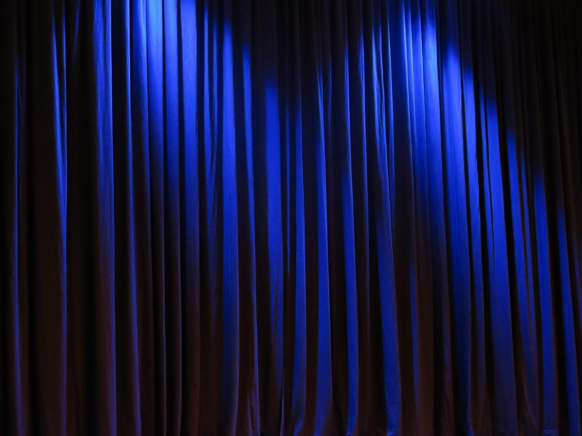https://c.pxhere.com/photos/86/df/curtain_theater_velvet_blue_vor_hrung_stage_occurs_fabric_light-989940.jpg!d
