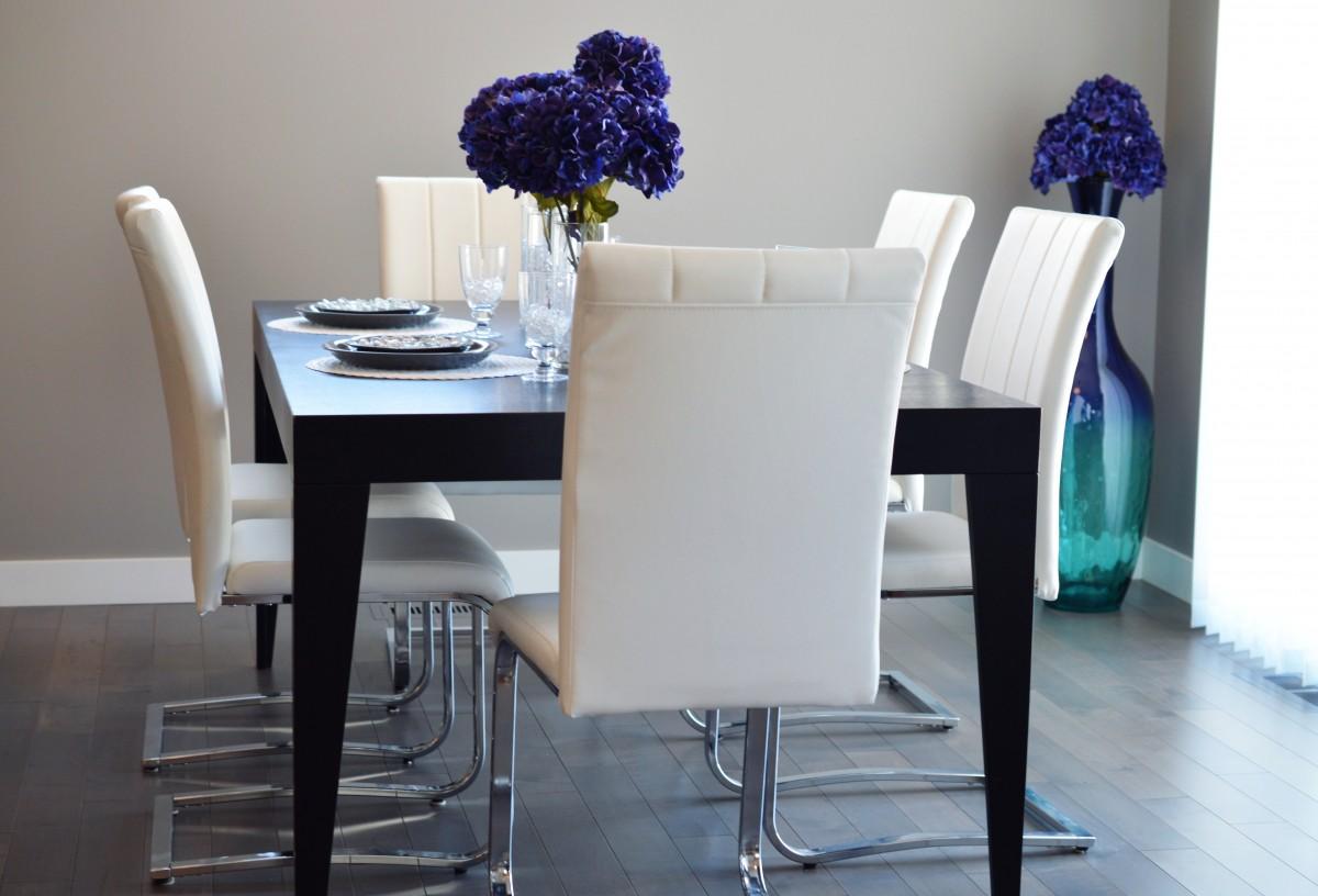 bureau table blanc chaise sol intérieur maison résidence bleu salon Résidentiel meubles chambre manger décor Design d'intérieur en mangeant chaises luxe conception dîner élégant salle à manger Haut de gamme