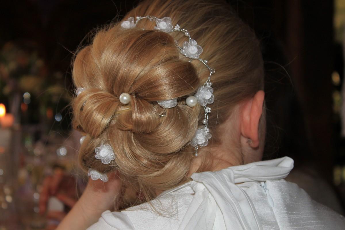 Фото причесок на свадьбу детям