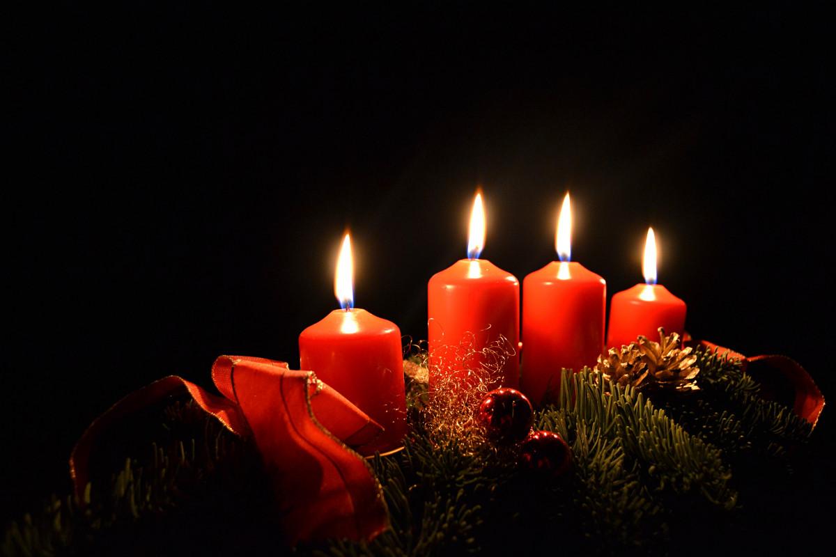 světlo noc Červené Dovolená tma svíčka Vánoce osvětlení výzdoba příchod vánoční dekorace Vánoční čas svíčky adventní věnec Vánoční osvětlení