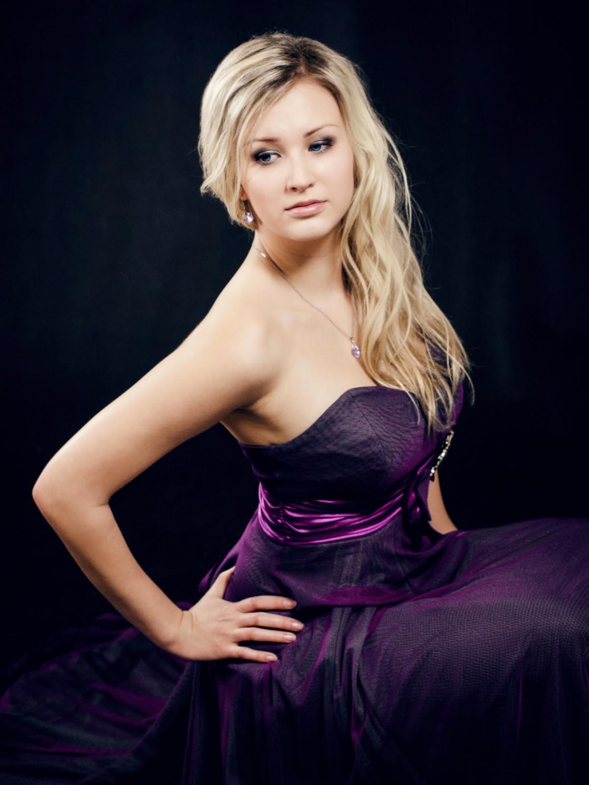 Sexy Blonde Girl Pics