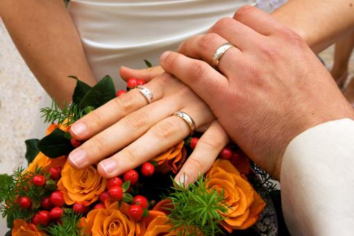 mano,anillo,flor,celebracion,ramo,dedo