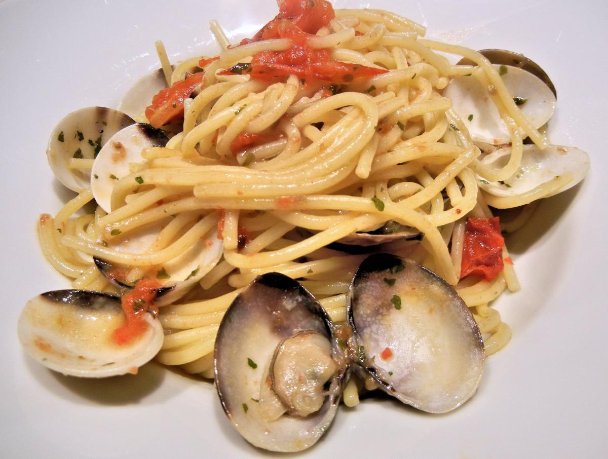 dish food produce seafood cuisine pasta basil clam tomatoes olive oil spaghetti clams italian food scampi carbonara fettuccine european food spaghetti alle vongole bucatini linguine clam sauce spaghetti aglio e olio