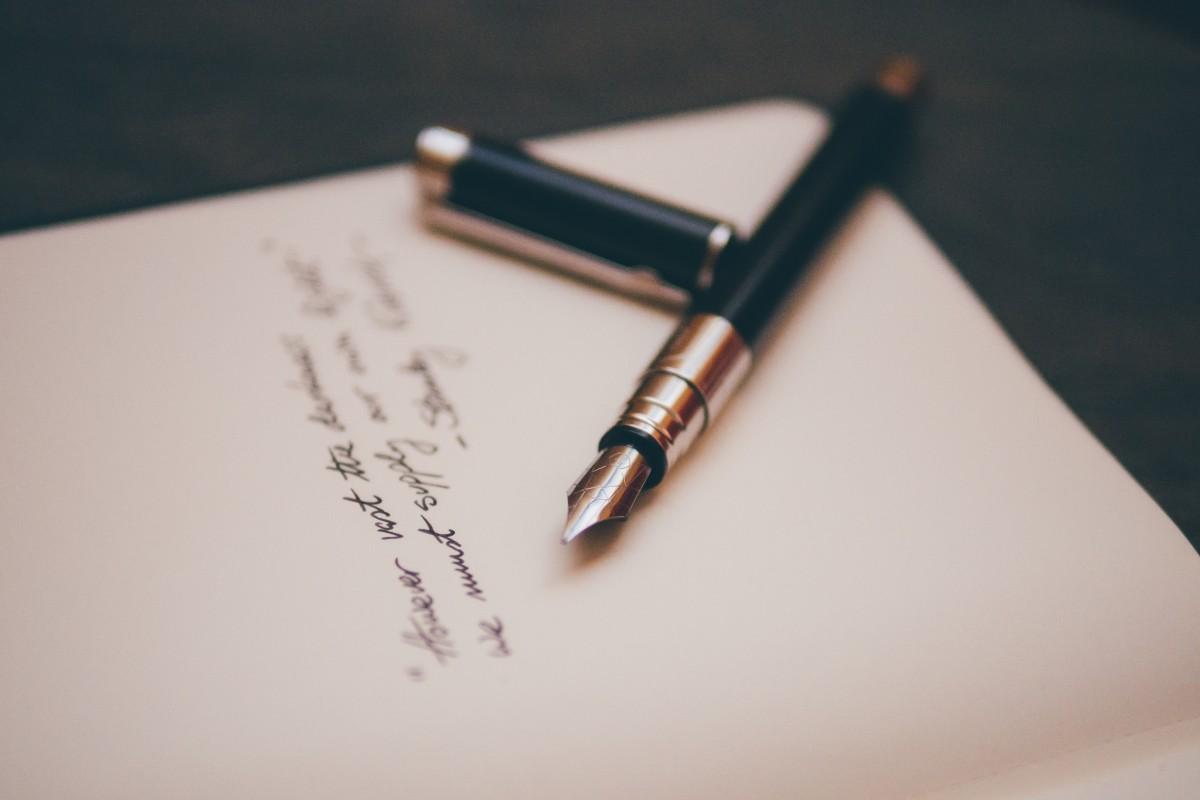 笔记本 写作 手 白色 钢笔 手指 信 纸 钢笔 艺术 草图 画画 眼镜 书法 形状