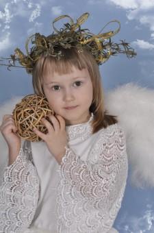 Fotos gratis : invierno, niña, flor, joven, primavera, niño, hilado, jugando, juguete, ángel ...