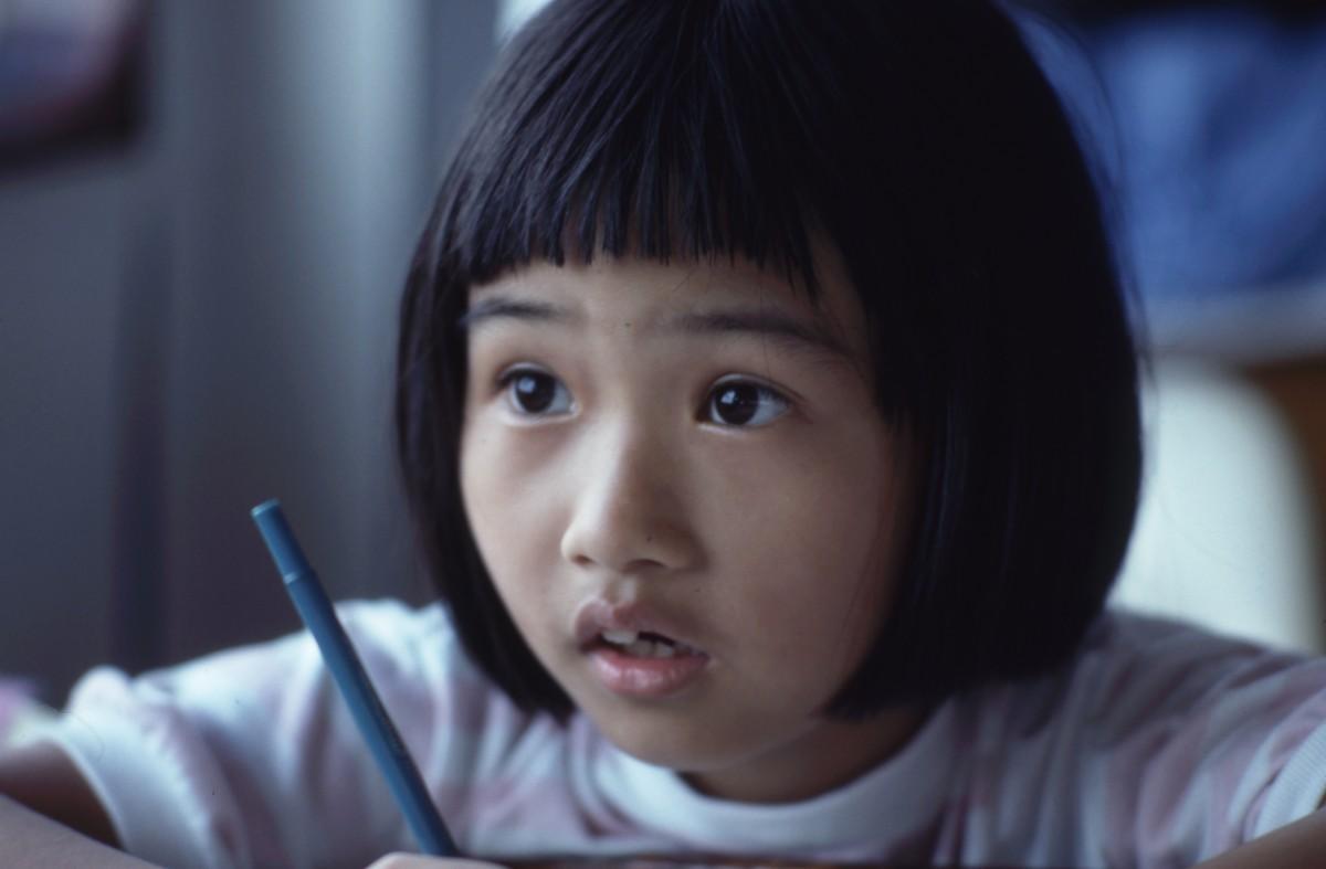 l'écriture la personne gens fille enfant mâle asiatique portrait enfant bleu Expression faciale sourire fermer visage bébé bambin œil tête peau beauté organe émotion Photographie de portrait Positions humaines