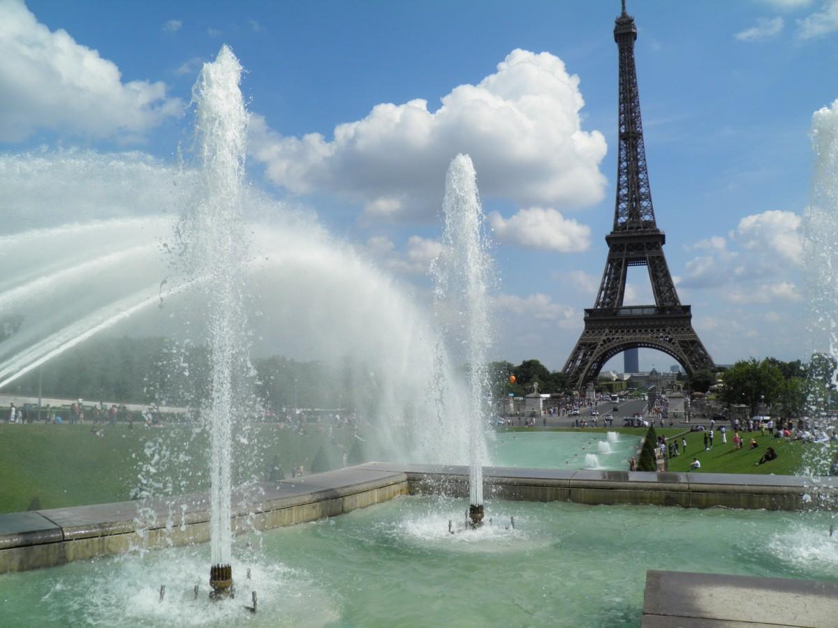 картинка эйфелева башня с фонтанами программа для