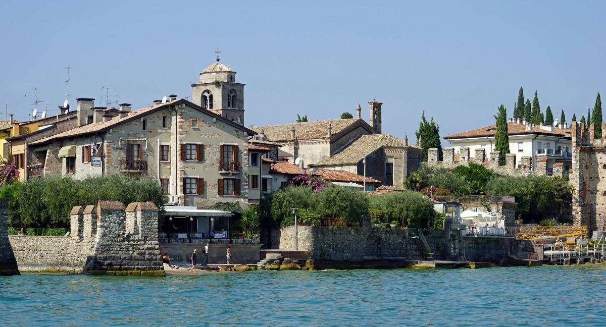 Kostenlose foto meer haus stadt alt fluss kanal for Ferienimmobilien italien
