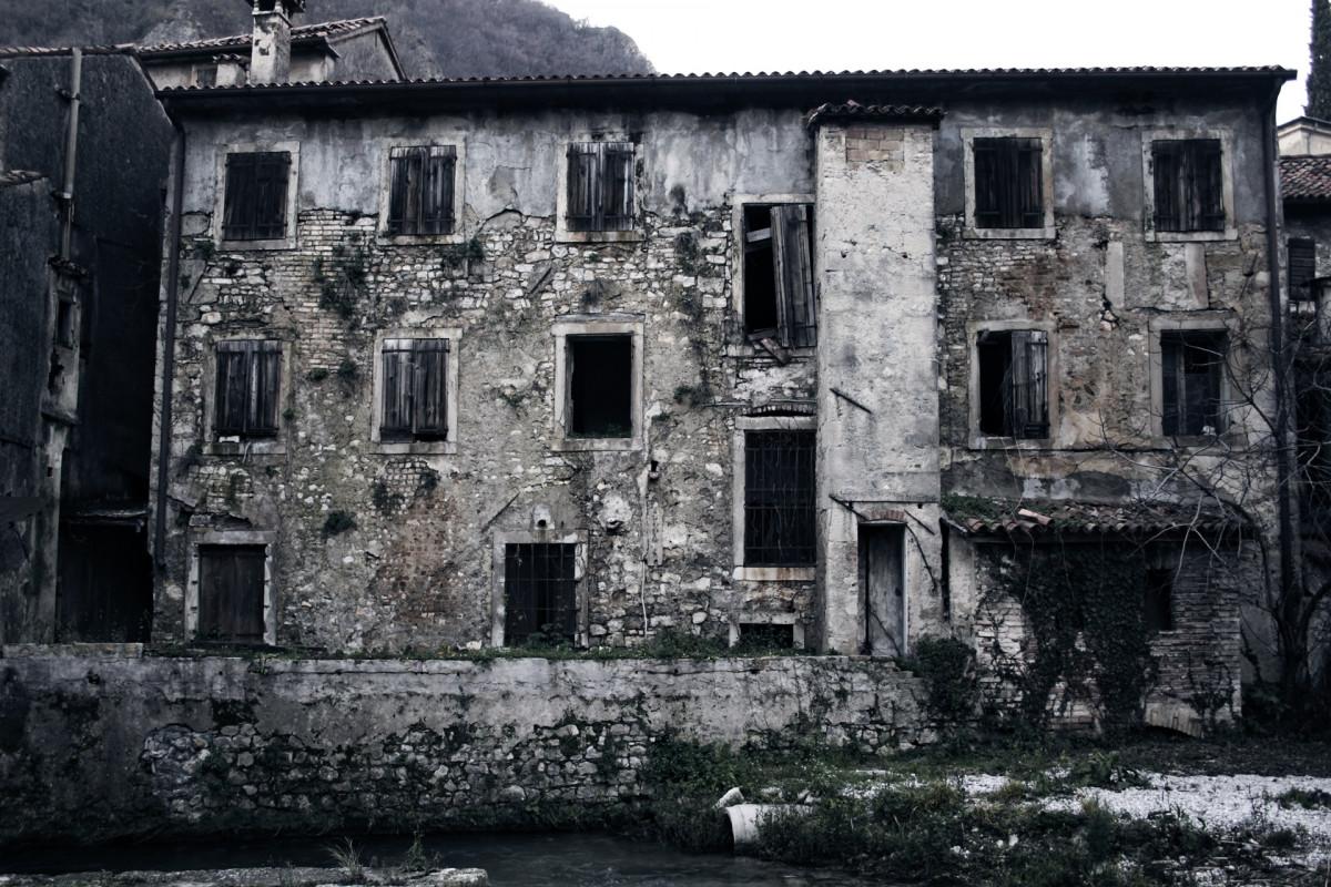 Fotos gratis en blanco y negro arquitectura palacio - Casa pueblo fotos ...