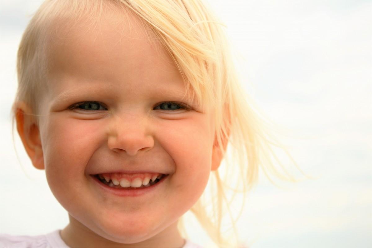 Радостное лицо ребенка фото